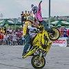 Motociklininkų merginos: stiprios, mėgstančios sportą ir palaikančios savo vyrus