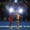 """Martina Hingis ir Sania Mirza iškovojo trečią """"Didžiojo kirčio"""" trofėjų iš eilės"""