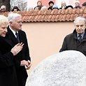 Justinas Marcinkevičius (dešinėje)