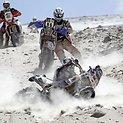 Eduardo Alanas (priekyje) nukrito varydamas motociklą nuo stataus kalno.