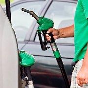 """""""Lukoil"""" atstovė: per pastaruosius ketverius metus benzino paklausa sumažėjo beveik dvigubai"""