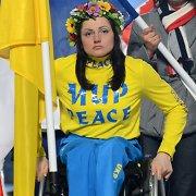 """Sočio parolimpinių žaidynių uždarymas: ukrainietei čempionei liepta nusivilkti marškinėlius su užrašu """"Taika"""""""