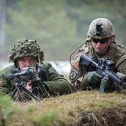 Bankai nuo šiol vertins ir kliento galimybes būti pašauktam į kariuomenę