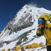 Atšaukus draudimą prasidėjusios ekspedicijos į Everestą pažymėtos mirtimi