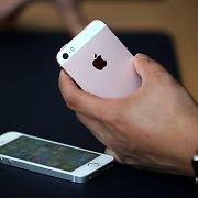 """""""Apple"""" uždraudė programėlę, kuri leido sužinoti, ar kas nors šnipinėja jūsų """"iPhone"""""""