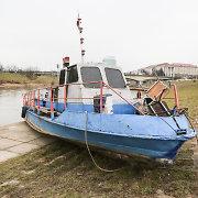Vilniaus chuliganai naktį pabandė sudeginti į Neries krantinę išmestą laivą