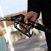 Degalų pardavėjai teigia, kad jų pardavimus mažina žemesnės kainos Lenkijoje