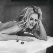 Grožio ir meditacijos procedūroms neatsispirianti Eglė Jackaitė įsiamžino atviroje fotosesijoje