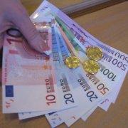 Įspėjimas gyventojams – itin atidžiai apžiūrinėti į rankas patenkančius 50 eurų banknotus