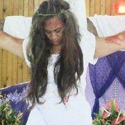 Polinezijos salyne mergina teigia gavusi Kristaus žaizdas