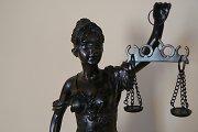 Buvęs advokato padėjėjas Darius Balčiūnas lieka kaltas dėl prekybos poveikiu