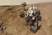 """Marsaeigis """"Curiosity"""" keliauja """"judančių"""" Marso kopų link"""