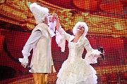 """""""Gelbėkit vaikus"""" koncerte – netikėtas princese ir princu tapusių Vaidos Genytės ir Ruslano Kirilkino duetas"""