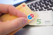 Elektroninės sąskaitos: kodėl kai kurie bankų klientai tapo skolininkais?