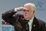 """Lechas Wałęsa: """"Jei nieko nedarysime, žali žmogeliukai pasibels ir į mūsų duris"""""""