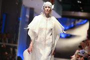"""Ellos Tatarinovos prabangių drabužių kolekciją """"Ciao Venezia"""" kviestinei publikai pristatė garsūs modeliai"""