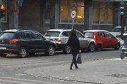 """Vilniuje """"pasibučiavo"""" trys vienas paskui kitą važiavę automobiliai"""