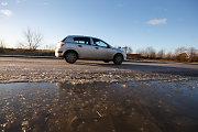 Kelininkai įspėja: eismo sąlygas visoje Lietuvoje sunkina plikledis