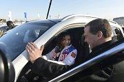 """Rusija Sočio olimpiniams prizininkams atsidėkojo """"mercedesais"""" – padovanota jų net 45"""