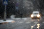 Naktį eismo sąlygas sunkins šlapdriba, plikledis, rūkas