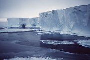 74 ekspedicijos dalyvių Kalėdos – Antarktidos ledynuose įstrigusiame laive