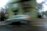 """Kelių erelio """"Audi"""" per Kirklių gyvenvietę skriejo 133 km/val. greičiu"""