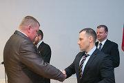 """Linas Pernavas apdovanojo ir gyrė pavaldinius: """"Policija tapo atspari korupcijai"""""""