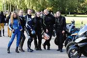 Motociklininkų sezono uždaryme Vilniuje akį traukė baikeriškas merginų stilius