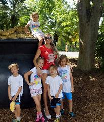 """<b>Erika Santos</b> pirmąkart su savo 6 vaikais pramogavo zoologijos sode: """"Prisiminiau vaikystę"""""""