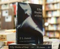 """Tyrimas: erotinis romanas """"Penkiasdešimt pilkų atspalvių"""" kenkia moterų sveikatai"""