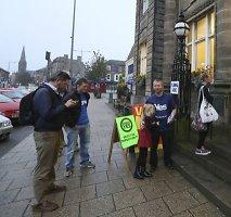 Į lemiamą Škotijos referendumą plūsta minios