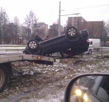 Netikėtai iškritęs sniegas ir plikledis trečiadienio rytą sustabdė eismą visame Vilniuje