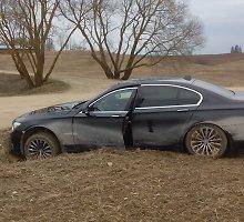 """Vokietijoje vogtą BMW limuziną su lenkiškais numeriais """"pagavo"""" Gudelių žvyrkelis"""