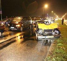 Neblaivus Klaipėdos taksistas užrasojusiais langais taranavo du automobilius ir sužeidė savo keleivį