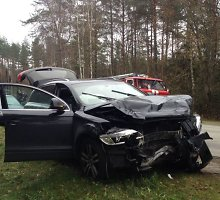 """Kraupi avarija prie Valkininkų: """"Audi Q7"""" susidūrė su """"Toyota Avensis"""""""