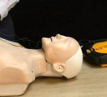 Vaizdo pamoka: kaip gaivinti žmogų išoriniu širdies defibriliatoriumi?
