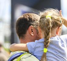 Kokios lengvatos priklauso vaikus auginantiems tėvams?