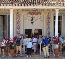 Turistai veržiasi į Kubą – nori ją pamatyti, kol šalis nevirto dar viena Florida