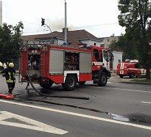 Užsidegė mūriniame pastate įrengta pirtis, Vilniaus Kalvarijų gatvėje sutriko eismas