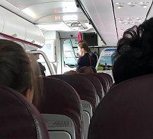 """Netvarka """"Wizz Air"""" orlaivyje pasipiktinęs vyras: """"Keleivių nuomonė jiems nerūpi"""""""