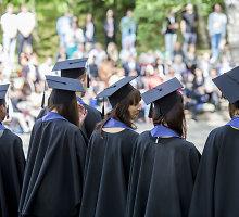 Rinkliavos kolegijose ir universitetuose: už ką turi mokėti mokslus baigiantys studentai?