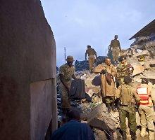 Kenijoje sugriuvus septynaukščiui ieškoma gyvų likusių žmonių, rasti 7 žuvusieji