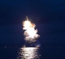 """Raketą išbandžiusi Šiaurės Korėja džiaugiasi """"didžiausia sėkme"""""""