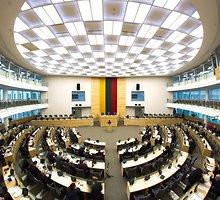 Seimas patvirtino politikų, teisėjų ir pareigūnų algos bazinį dydį