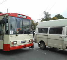 Vilniuje mikroautobusas susidūrė su sausakimšu troleibusu