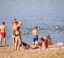 Kauniečiai nuo rekordinio karščio gelbėjosi prie Lampėdžio ežero