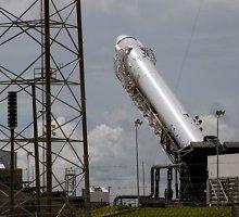 """""""SpaceX"""" krovininės kosminės kapsulės startas atidėtas dėl nepalankių orų"""