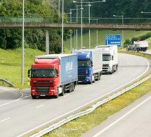 Tolimųjų reisų vairuotojas: nuo užsienyje parduoto degtinės butelio uždirbame 20 eurų