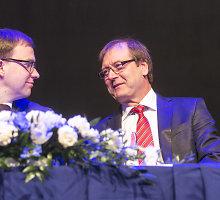"""Viktoras Uspaskichas """"darbiečiams"""" pareiškė, kad politikai – blogiau už velnią, todėl nenorintis būti vienu jų"""