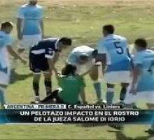Žiauroka: Argentinos futbolininkas nokautavo mače teisėjavusią moterį